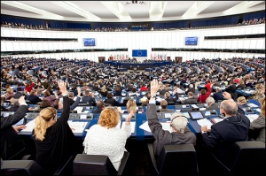 Voting in the Plenary.