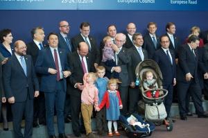 Herman Van Rompuy z vnuki na svojem zadnjem vrhu Evropskega sveta (Vir: (c) European Council 2014)