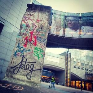 Ostanek berlinskega zidu pred Evropskim parlamentom v Bruslju (Vir: (c) Evropska unija 2014 - Evropski parlament)