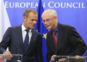 Predsednik Evropskega sveta v odhodu H. Van Rompuy (desno) in prihajajoči predsednik D. Tusk (levo). Vir: bigstory.ap.org