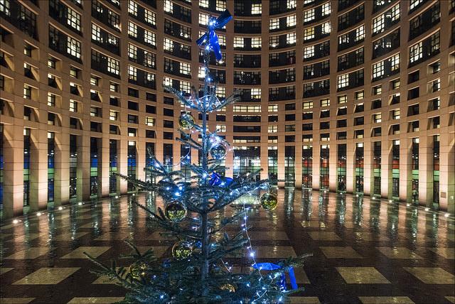 Novoletna jelka pred Evropskim parlamentom v Strasbourgu (Vir: (c) Evropska unija 2014 - Evropski parlament)