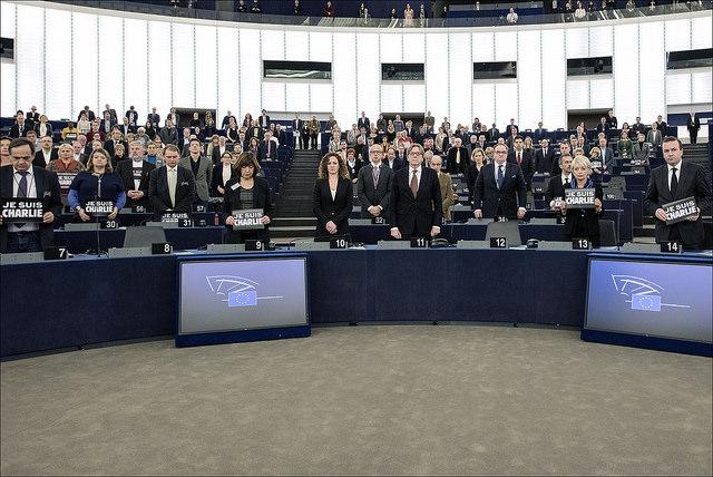 Minuta molka v Evropskem parlamentu v spomin na žrtve napada v Parizu (Vir: (c) Evropska unija 2015 - Evropski parlament)