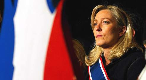 Marine LE PEN lors d'un rassemblement du FN sur la place du Palais Royal. Paris le 14/11/2005.Photo Paul Delort / Le Figaro