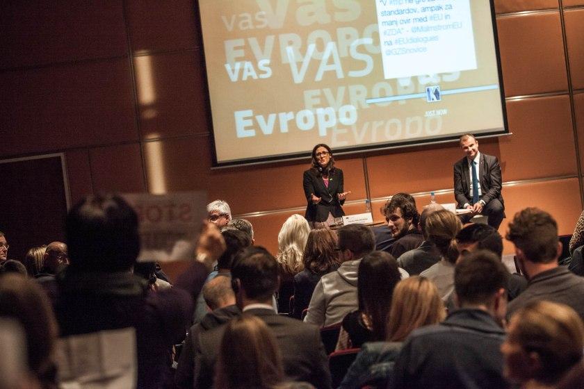 Utrinek z lanskega državljanskega dialoga s komisarko za mednarodno trgovino Cecilio Malmström (Vir: (c) Evropska komisija 2015)